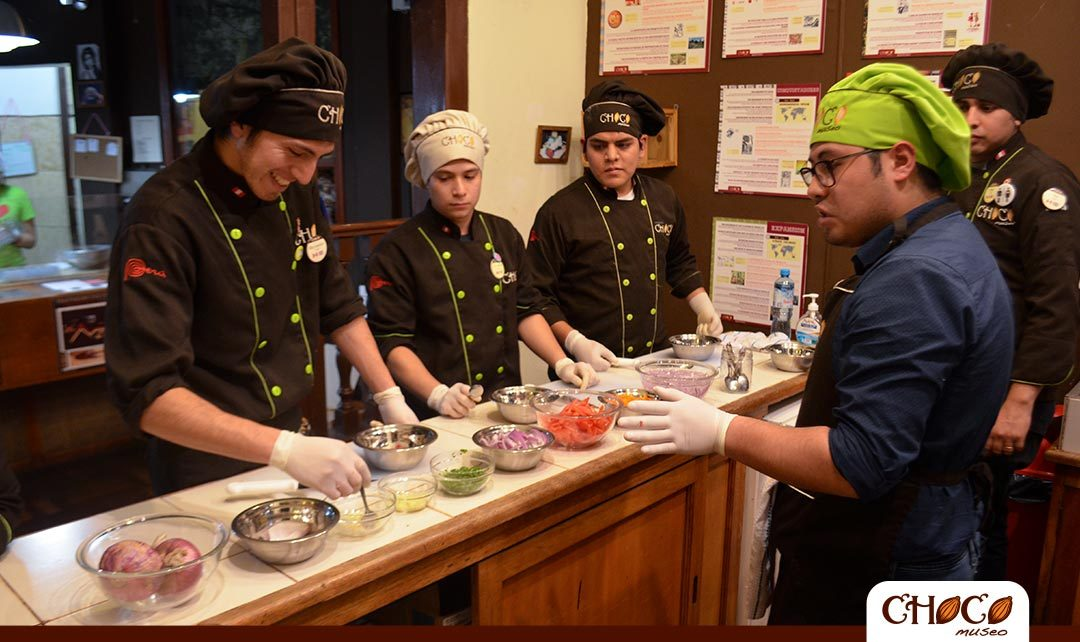 Are you in Peru? Learn how to cook its gastronomy