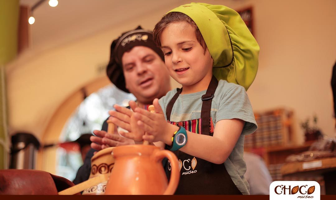 Mini chocolate workshop for children in Cusco